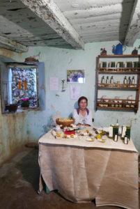 Antonella Loche verkauft Safran und bestes Olivenöl