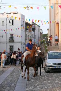 Sardinien Nuoro_Autunno Barbagia_Herbstfest KInder reiten Pferde_Anke Sademann