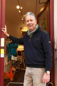 Carsten Schirrmeister vor seinem Vielfach Kreativkaufhaus