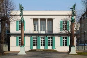 1200px-Neuer_Pavillon_Front