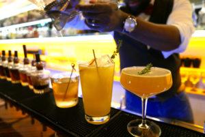 Godwin Eke_Barmanager BLACKLIST 1 Cocktail_© Anke Sademann_web