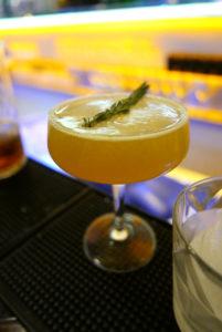 Godwin Eke_Barmanager BLACKLIST 3 Cocktail_© Anke Sademann_web