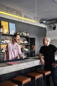 Von links_Dustin_Johann Betreiber der lamm bar_Foto Marie Springer_web