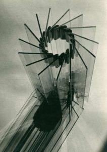 5ccc328cd520d940755759b1_Schleifer, Materialstudie Glas-Metall 1930-33_Presse-p-3200