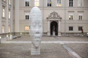 """""""Awilda"""" 2010 in der Dietrichsruh der Universität Salzburg von Jaume Plensa, Sammlung Würth"""