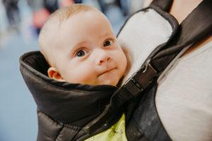 baby_in_einer_trage,_babywelt_fleet_events